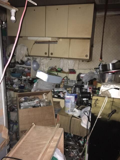 ゴミ屋敷となってしまった住宅